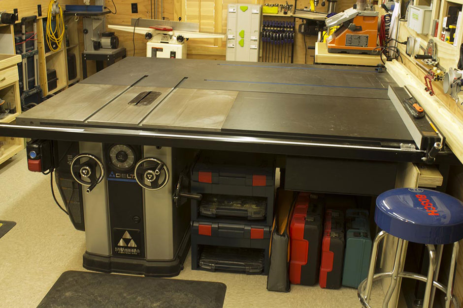 Woodshop-Delta-Unisaw-with-Outfeed-Table